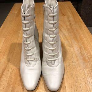 Granny eggshell color boots
